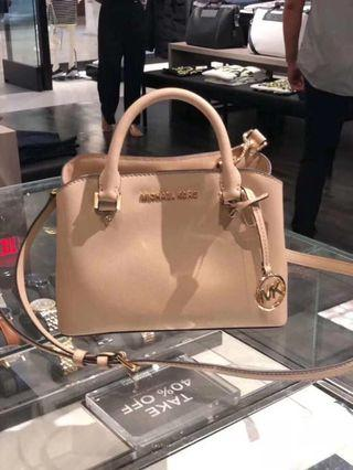 MICHAEL KORS SAVANNAH SMALL SATCHEL CROSSBODY BAG IN BISQUE