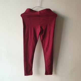高彈力 包覆性高 酒紅色運動褲