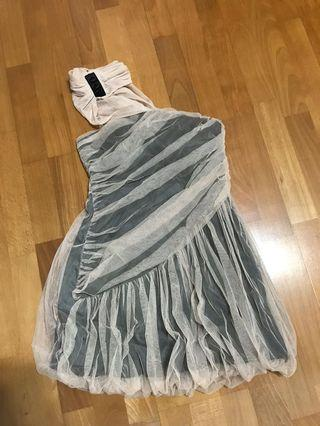 MOMOCO 網紗拼接露肩洋裝