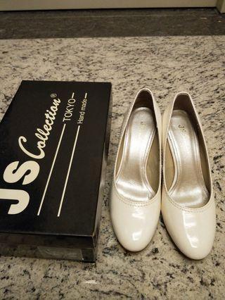 JS白色高跟鞋