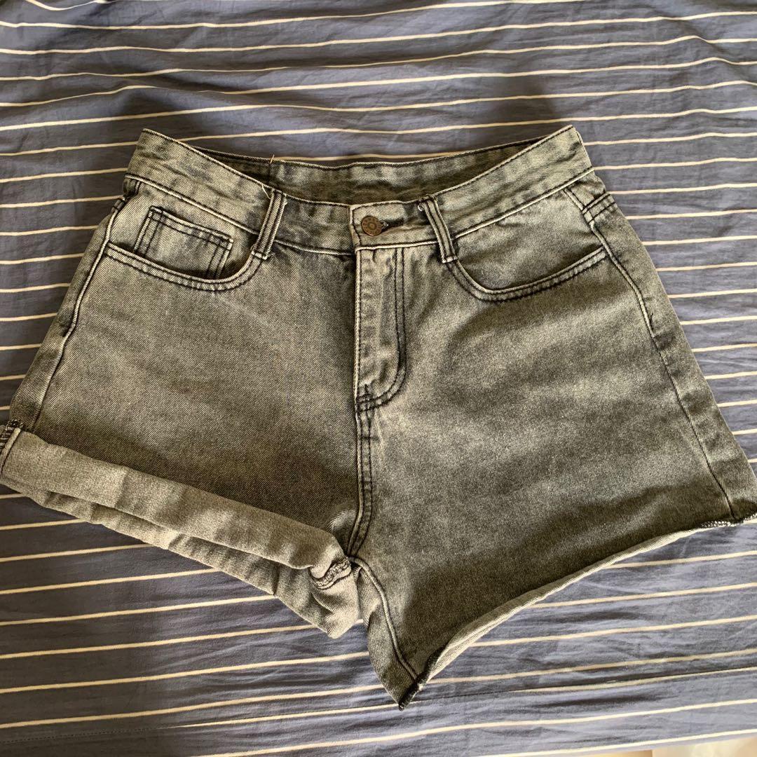 黑灰牛仔短褲