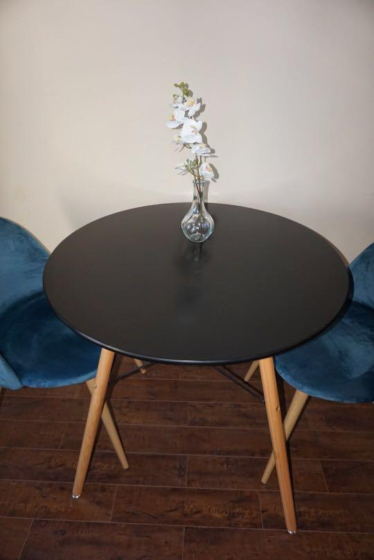 "*Like New* Homy Casa Round Dining Table 31.4"" in Diameter"
