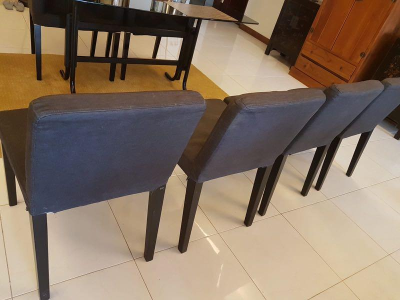 Selling pair of 6 dinning chairs.