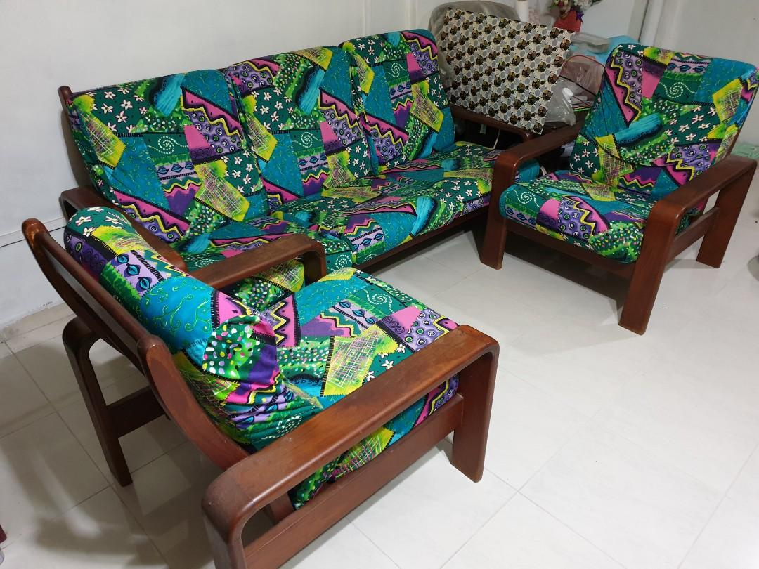 Teak wood sofa 5 seater for sales. Grab it before is gone