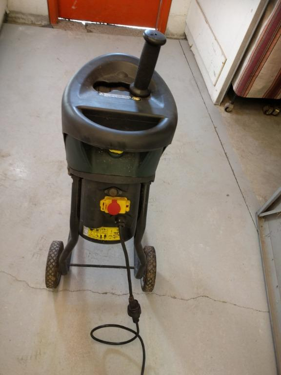 Twigs/Wood Shredder, Electric, Excellent working condition - $90 (Etobicoke)
