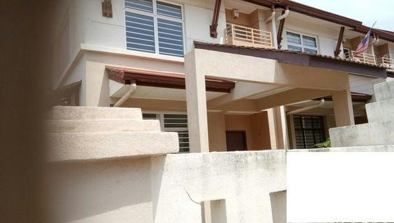 Alam Nusantara, Setia Alam, 2 Sty End Lot House With Land At Side, Selling Cheap !!