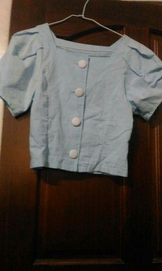 天空藍白扣方領短版襯衫F