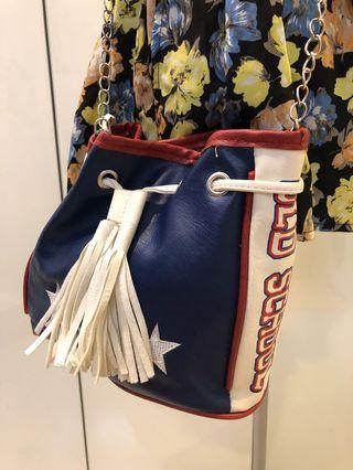 [不平凡小姐]英文字 星星流蘇 紅藍配色 斜背鏈子小包包