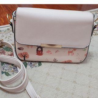童話風白色磁扣可拆式背帶斜背小包