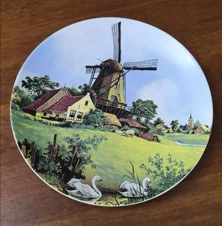 vintage Holland Delftware hand painted wall decor plate
