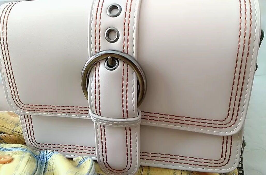 全新轉賣❤️ 百搭米白色磁釦鏈條包 小包包 斜背包 側背包 韓國 韓系 歐美 可調節 Zara H&m 鏈帶包
