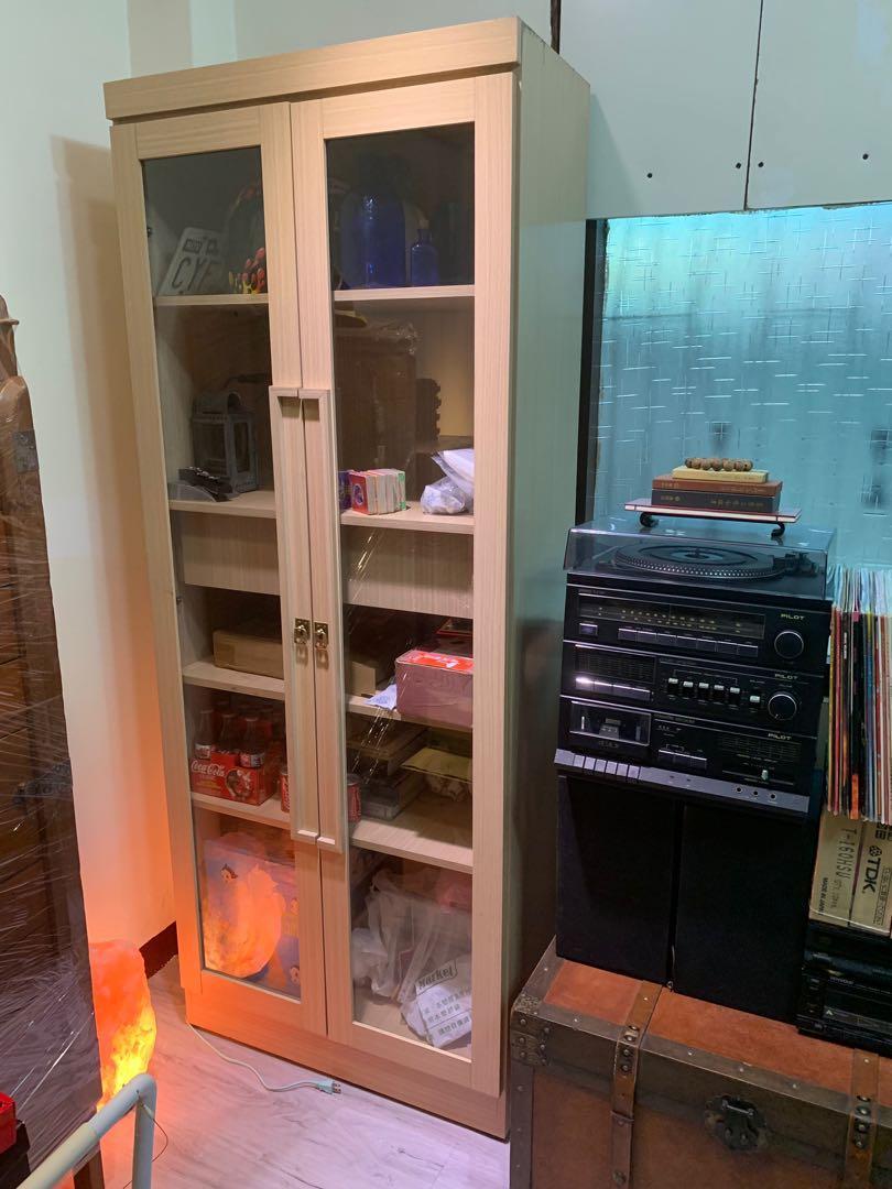 玻璃櫃 只有一座 約九成新 不含運和其他物品