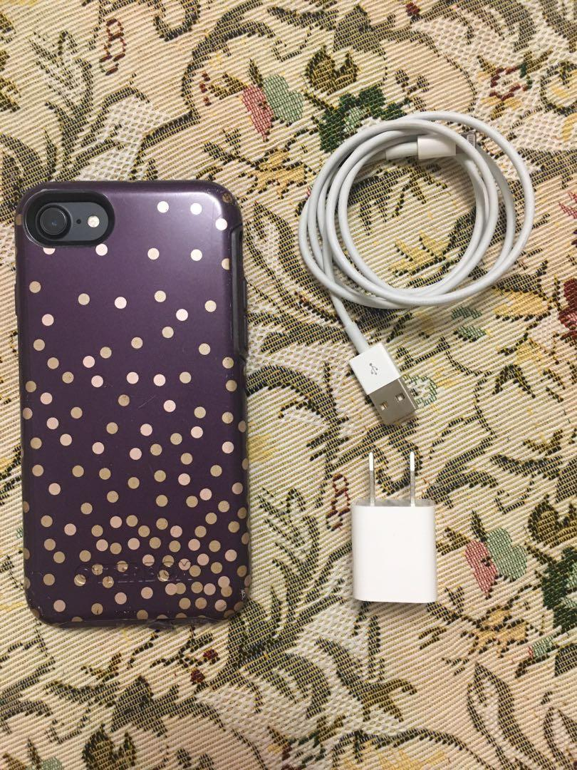 iPhone 7 for sale along with Accessories (MINT CONDITION)