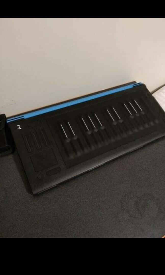 Selling ROLI Seaboard Rise 25 with blue flip case included