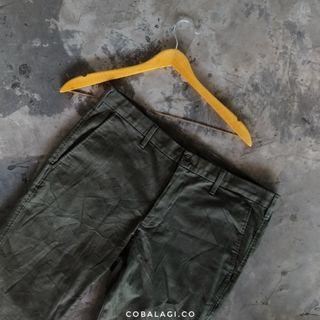 Uniqlo chinos pants olive green
