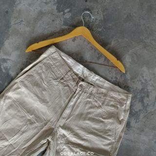 Celana Uniqlo khakis