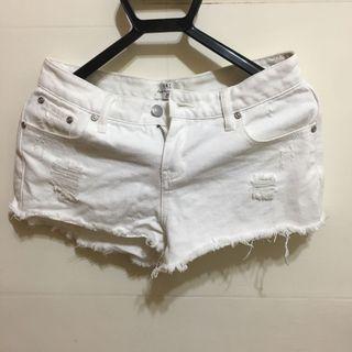 NET白刷鬚短褲