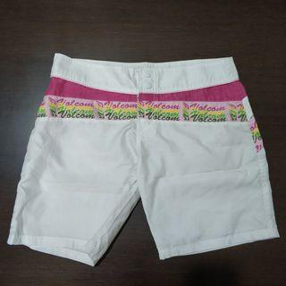 Celana pendek Volcom