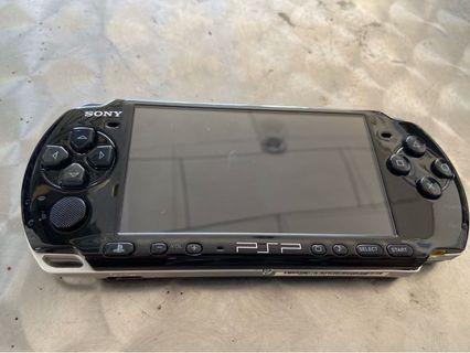 PSP 3000 + 25 games installed