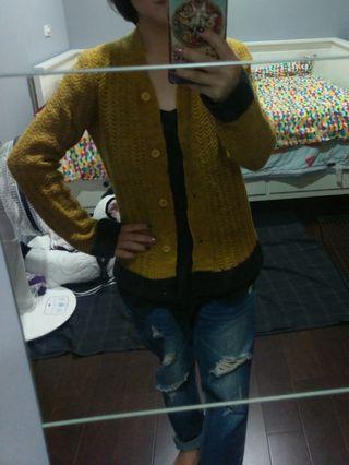 有喜歡能穿出價談談!原價:1萬多 阿曼尼額黃配灰編外套