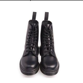 Dr.martens 8孔真皮馬丁鞋  黑
