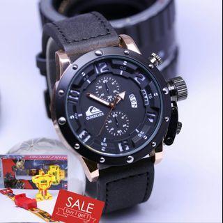 Brand : Quiksilver Paket  Kualitas : semi super  Display : analog, chrono off, tgl on  Diameter : -+4,6cm Tali : kulit  Free 1pcs jam anak