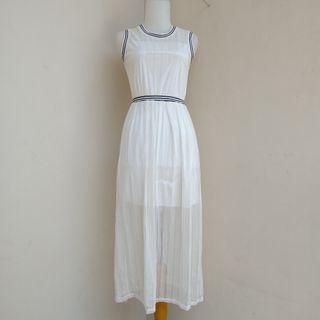 Mididress longdress dress panjang dress putih dress bw