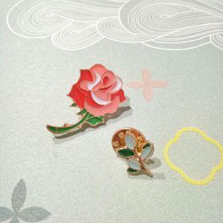 全新 文青必備 紅玫瑰花 翠綠嫩葉 可愛徽章 包包配件 卡通胸針 滴釉別針