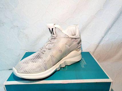 ✨下殺,原價429✨白色設計款網狀透氣休閒鞋 贈送裝鞋袋 👉代售 #五折清衣櫃
