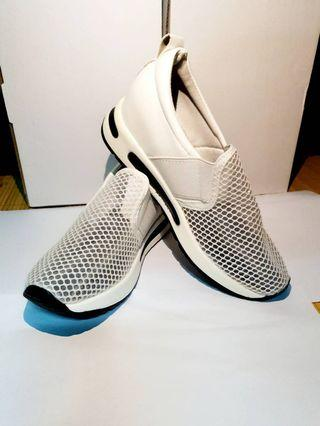 白色簡約清新透氣休閒鞋 👉代售 #五折清衣櫃