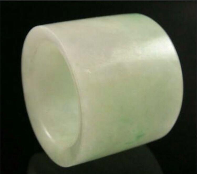 A jadeite emerald jade thumb ring