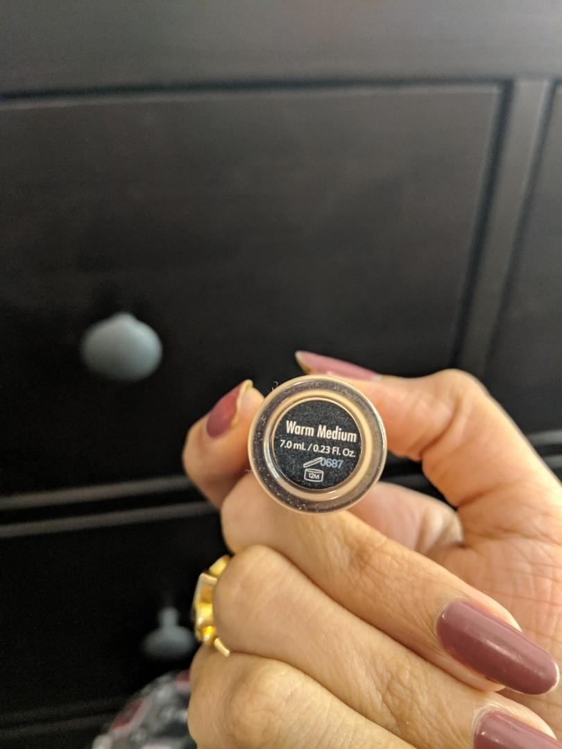 Born this way concealer. Never been used. Like new