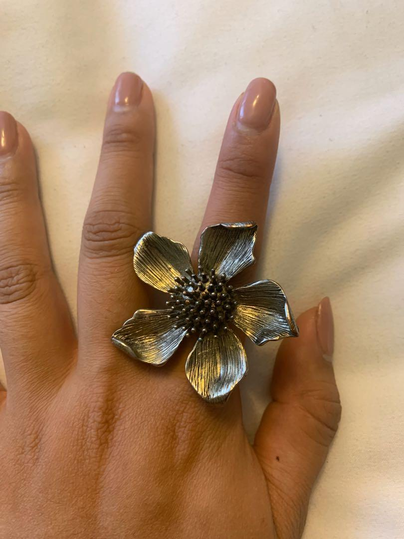 Floral fashion jewelry ring