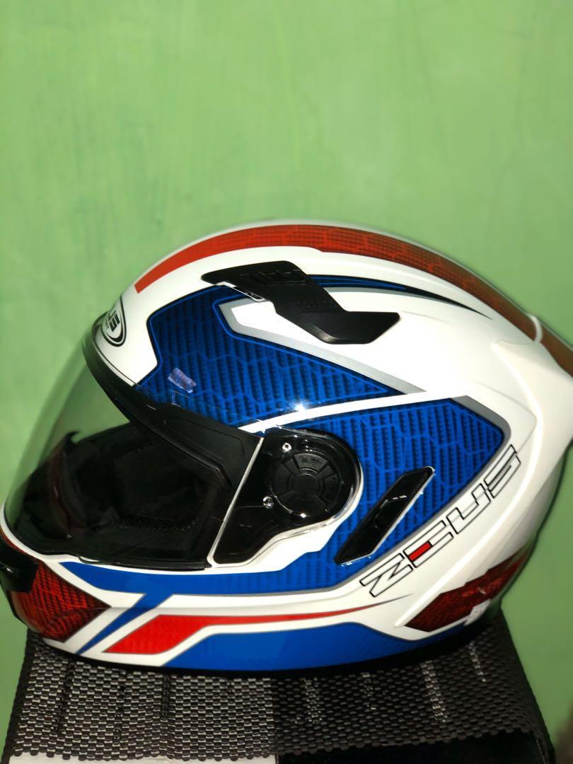 Helm Zeus 813