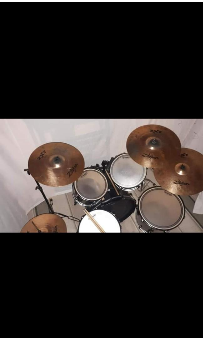 Pearl Forum 5 Piece Drum Kit with Ziljian zxt cymbals