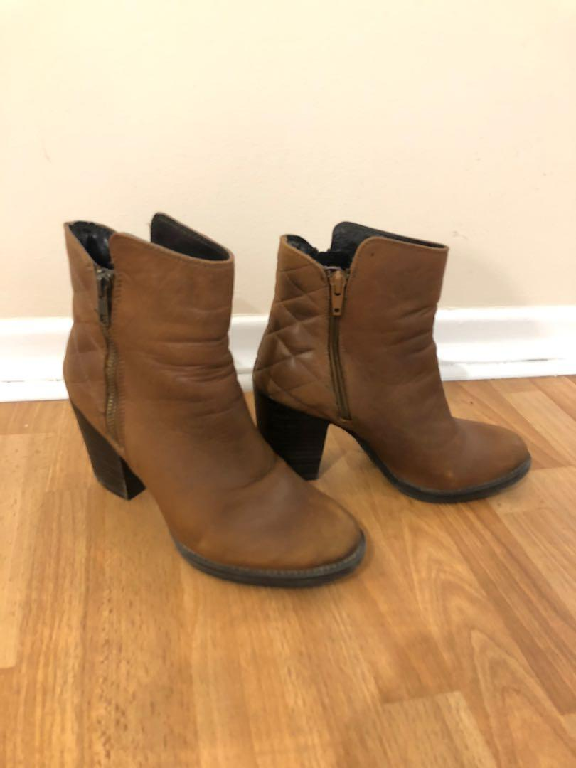 Steve Madden brown leather heeled booties (size 6)