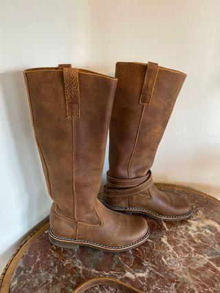 Roots size 5.5 camel boots