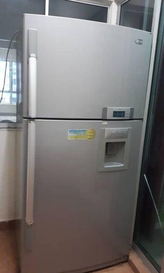 LG Peti Ais Refrigerator Dua Pintu + Ice Maker (2 door)