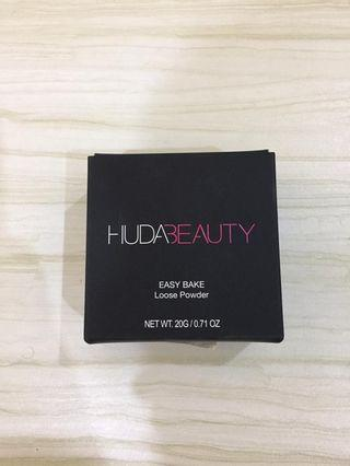 Huda Beauty loose powder