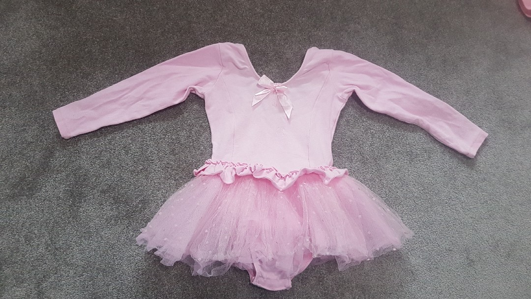 4 ballet dresses and 1 pair ballet shores – fit 3 to 5 year old