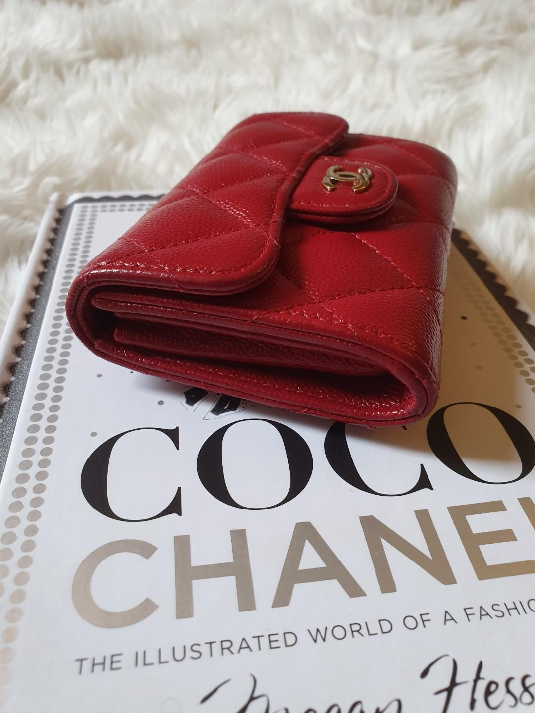❤ Chanel 17B Red Caviar Snap Card Holder XL with Mona Lisa Backpocket