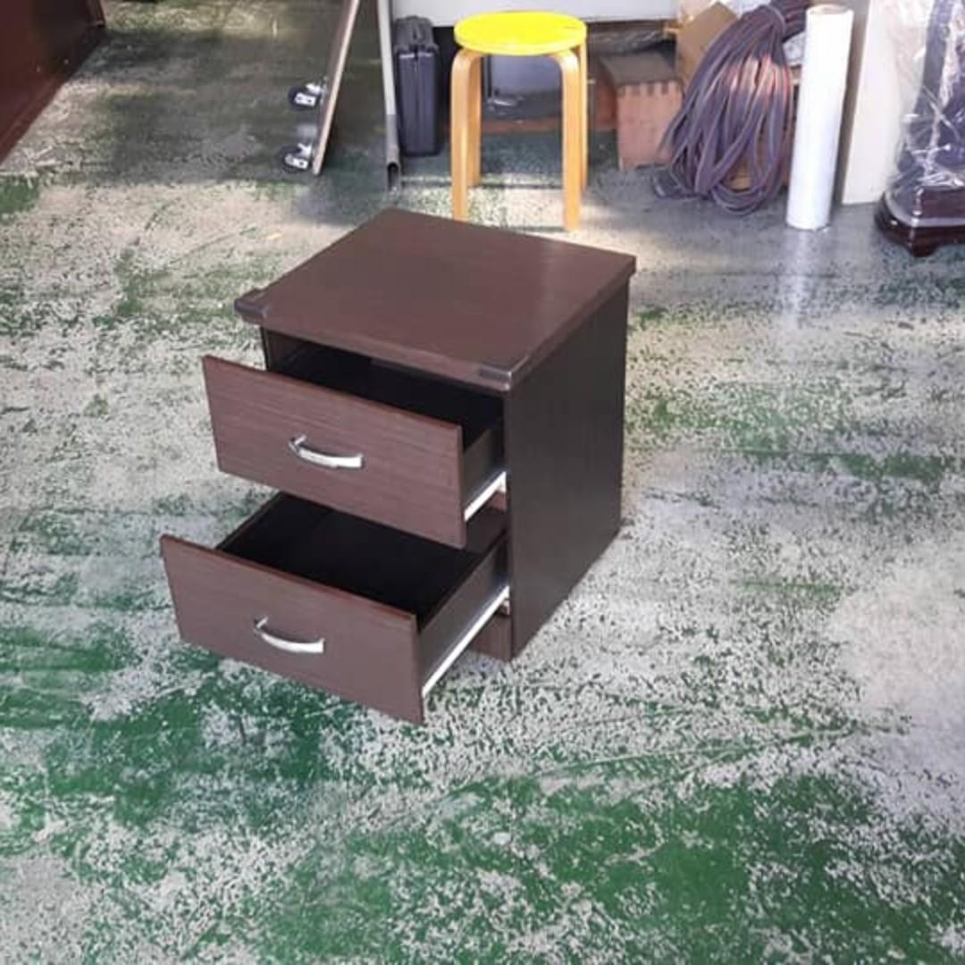 合運二手傢俱~胡桃色床邊櫃A02528