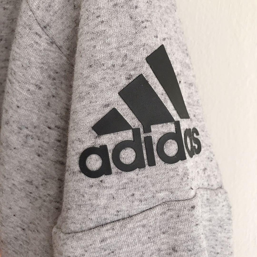 許瑋甯代言款愛迪達adidas連帽外套
