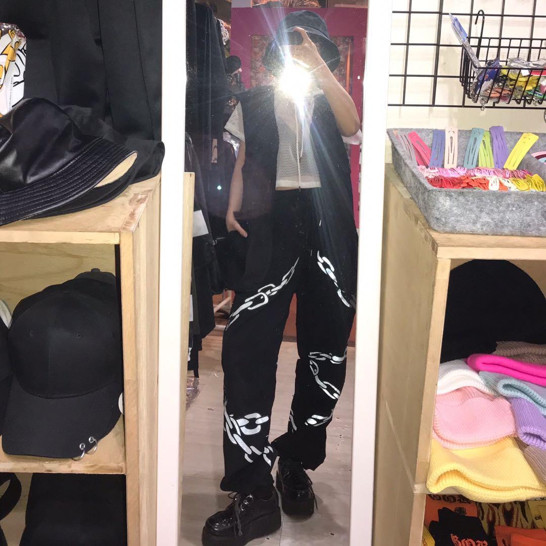 短版網衣帽t/大口袋造型工裝背心外套/反光鐵鍊造型寬鬆風褲