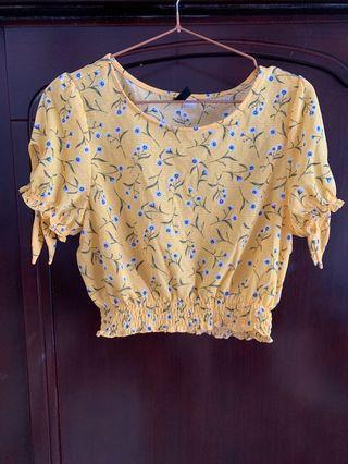 黃色小碎花短版上衣