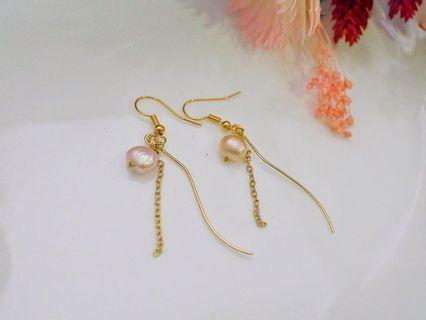 曲線藕粉珍珠耳環