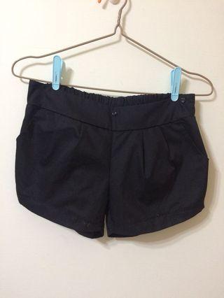 類似西裝材質的短褲#五折清衣櫃