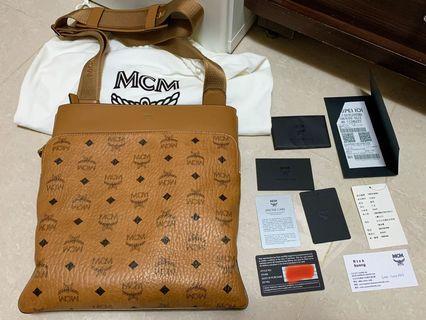 MCM 斜背包 郵差包  101購入,9成5新 有發票保卡