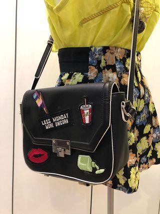 [不平凡小姐]英國購入 西班牙品牌pull&bear閃電可樂嘴唇黑色皮質包包