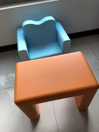 IIZZ兒童沙發(藍色)附贈橘色桌子
